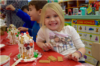 Decorated Gingerbread House thumbnail85233